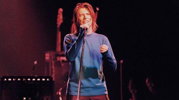 Обложка LP альбома Something in the Air (Live Paris 99) Дэвида Боуи