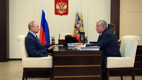 Рабочая встреча президента РФ Владимира Путина с главой компании Роснефть Игорем Сечиным