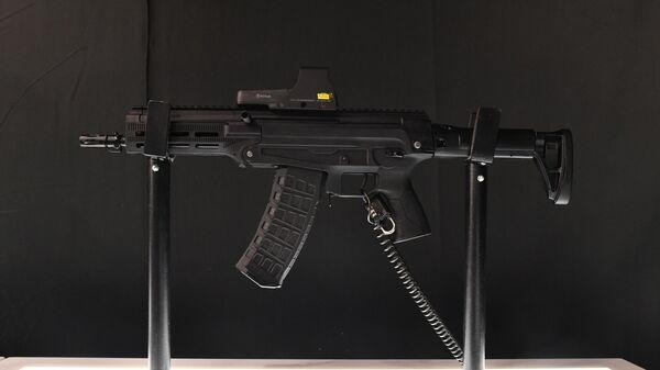 Автомат малогабаритный АМ-17 на стенде концерна Калашников