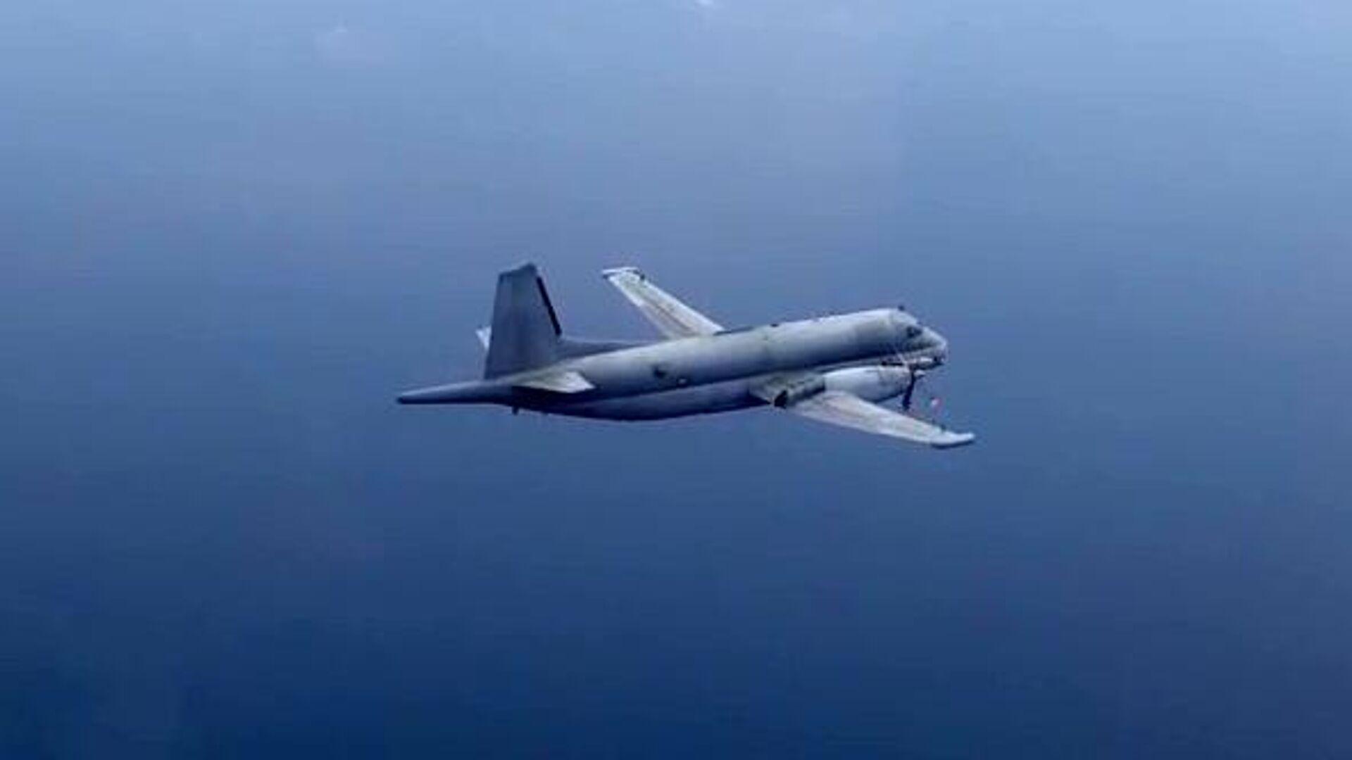 Самолет-разведчик НАТО, перехваченный над Черным морем. Скриншот видео - РИА Новости, 1920, 11.09.2020