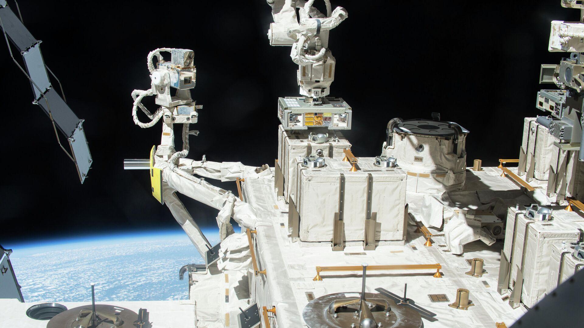 Японский экспериментальный модуль Кибо МКС, на поверхности которого с 2015 по 2018 год проводился эксперимент по выживаемости бактерий - РИА Новости, 1920, 26.08.2020