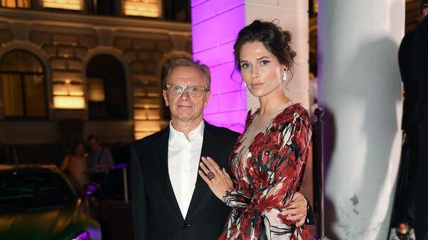 Предприниматель Борис Белоцерковский и актриса и модель Полина Аскери
