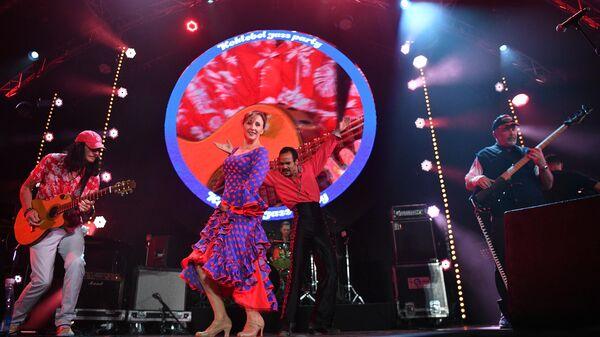 Участники группы ChetMen, аудитор Счетной палаты России Михаил Мень (справа) и Дмитрий Четвергов (слева) выступают на Международном музыкальном фестивале Koktebel Jazz Party – 2020 в Крыму