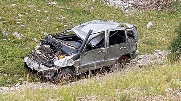 Последствия ДТП в районе горы Кемаль-Эгерек в Крыму