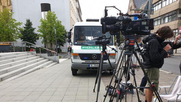 Журналисты и полиция дежурят возле клиники Charite в Берлине, где находится Алексей Навальный