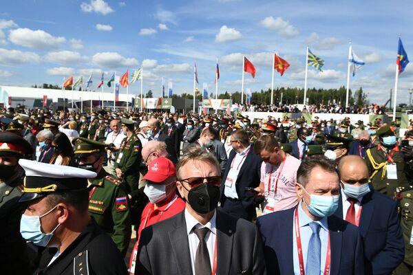 Посетители на открытии Международного военно-технического форума Армия-2020 в военно-патриотическом парке Патриот
