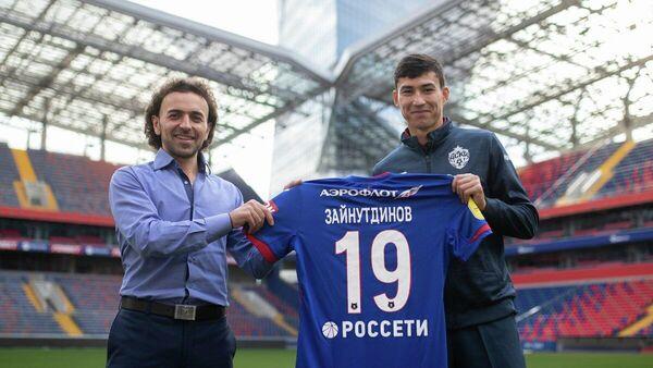 Генеральный директор ЦСКА Роман Бабаев с полузащитником Бактиёром Зайнутдиновым