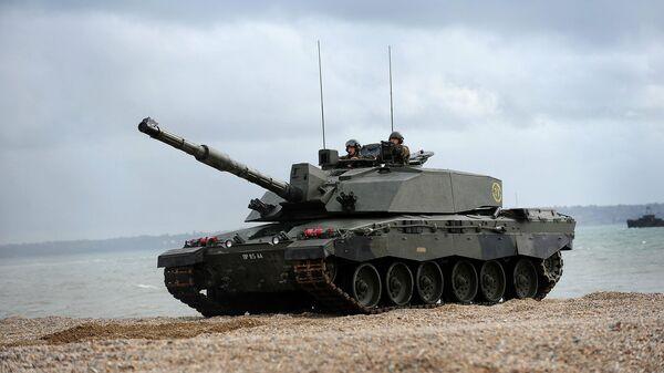 Сносит башню. В Англии все бри-танки могут оказаться не у дел