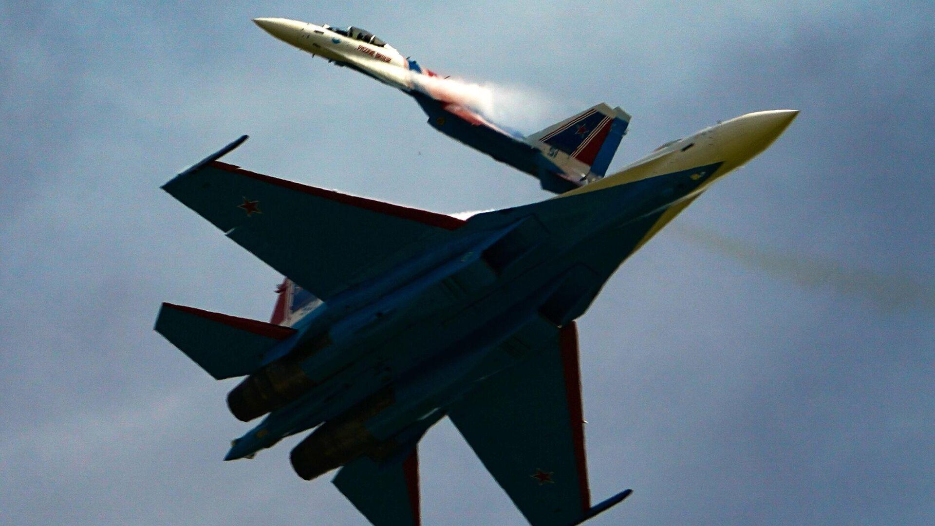 Истребители Су-35С пилотажной группы Русские витязи - РИА Новости, 1920, 13.11.2020