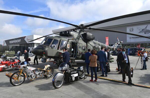 Военно-транспортный вертолет Ми-171Ш Storm на выставке вооружений Международного военно-технического форума (МВТФ) Армия-2020 в военно-патриотическом парке Патриот