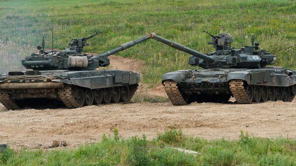 Танк Т-72Б3 в ходе демонстрационной программы военной техники в рамках Международного форума Армия-2020 на полигоне Алабино в Подмосковье