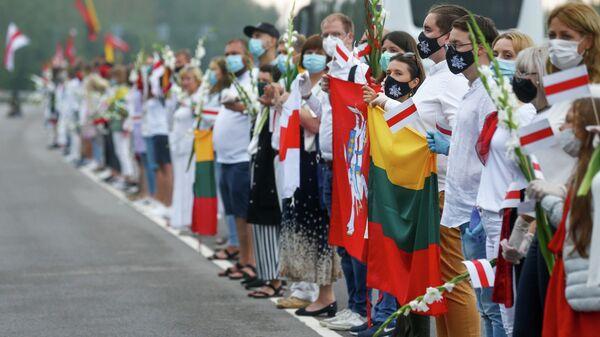 Акция в Литве в знак солидарности с протестующими в Белоруссии