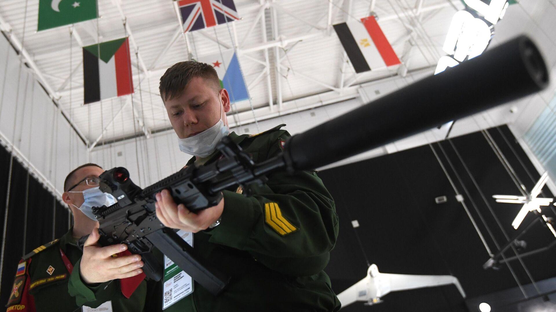 Новый вариант автомата Калашникова АК-19, представленный на выставке вооружений Международного военно-технического форума (МВТФ) Армия-2020 - РИА Новости, 1920, 15.02.2021