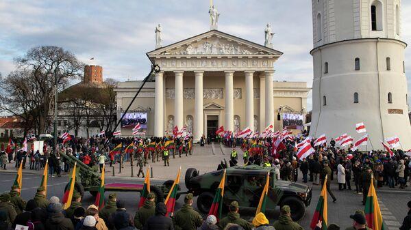 Церемония перезахоронения останков политических деятелей XIX века Сигизмунда Сераковского и Кастуся (Константина) Калиновского в Вильнюсе, Литва