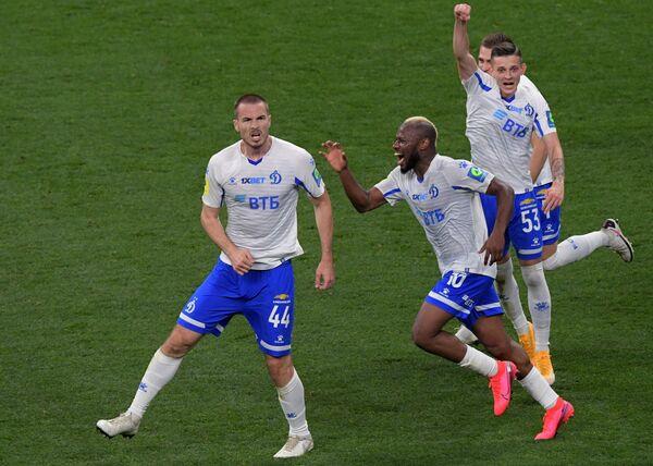 Игроки Динамо Тони Шунич, Сильвестр Игбун и Себастьян Шиманьски