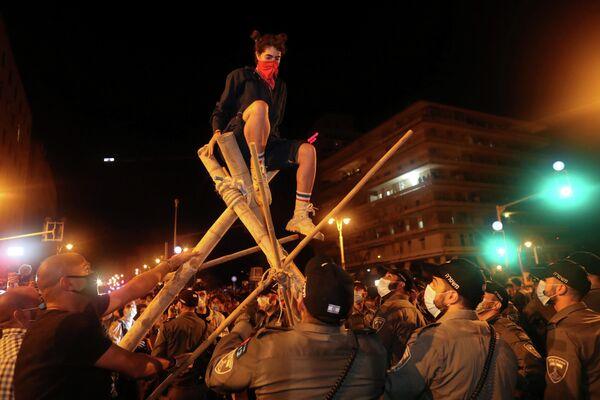 Акция против премьер-министра Израиля Биньямина Нетаньяху около его резиденции в Иерусалиме