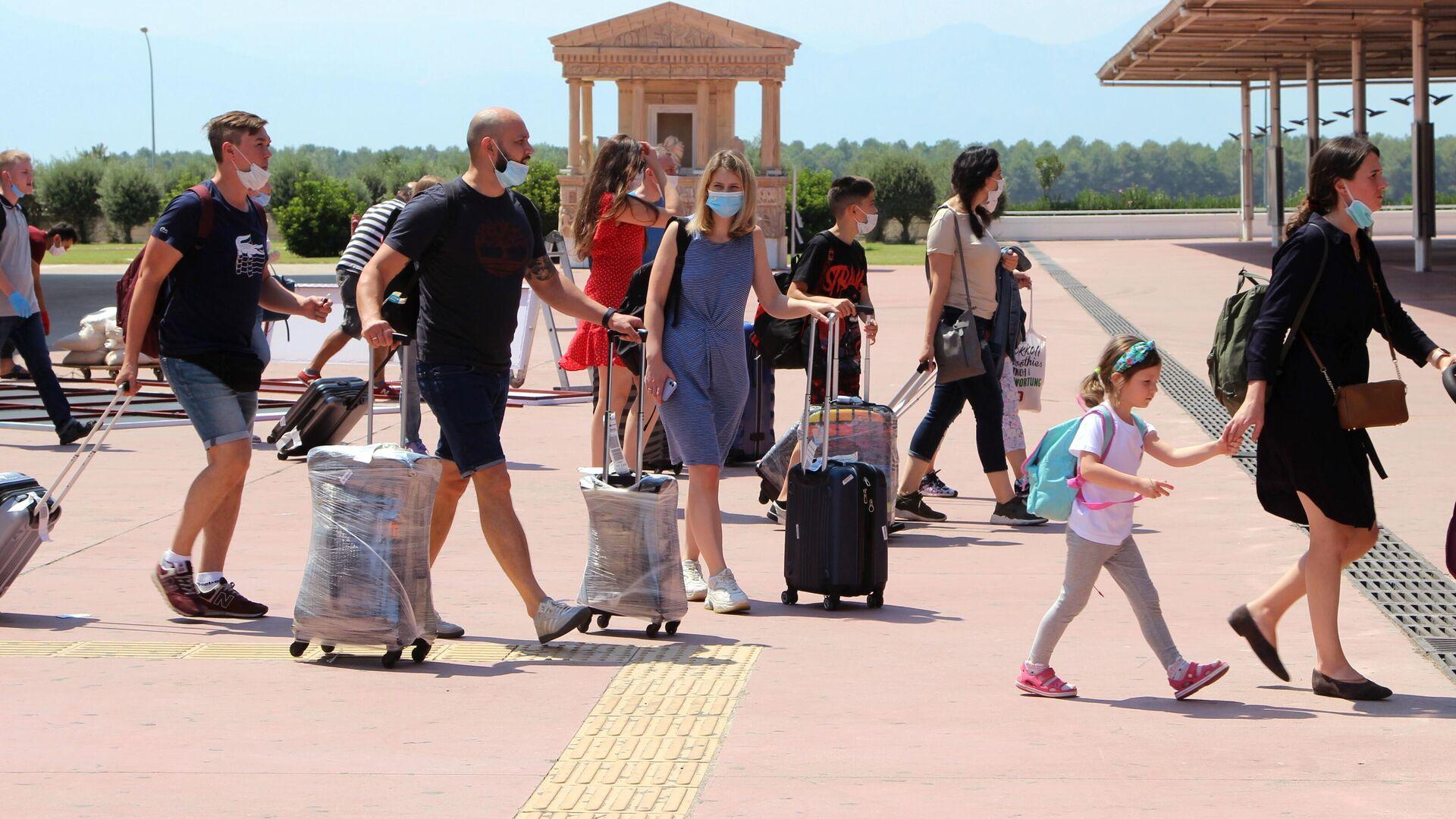 Первые туристы из РФ прибыли на курорты Турции - РИА Новости, 1920, 08.09.2020