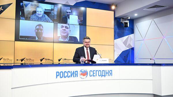Директор по международному сотрудничеству МИА Россия сегодня Василий Пушков во время подписания меморандума о сотрудничестве с Bharat Khabar