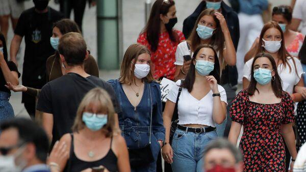 Жители Нанта в защитных масках
