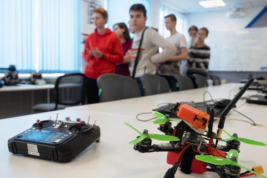 Школьники на экскурсии в детском технопарке Кванториум Сампо в Петрозаводске