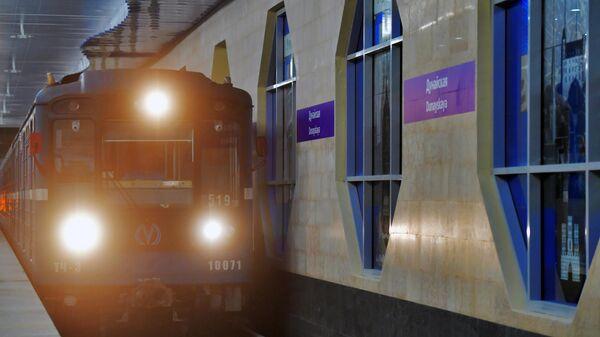 Вагон метро на новой станции метро Дунайская в Санкт-Петербурге