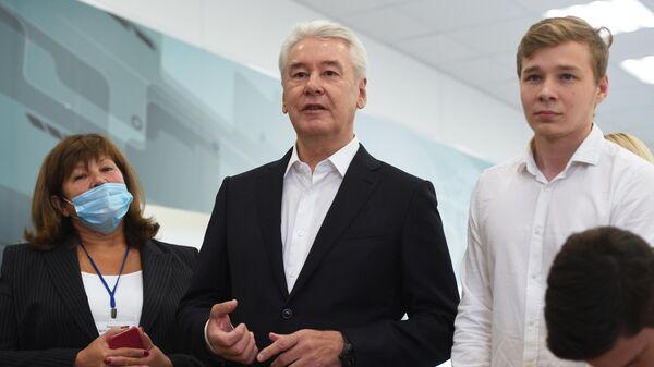 Мэр Москвы Сергей Собянин во время посещения ГБОУ Школа №2097 в Москве