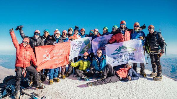 Участники конкурса управленцев Лидеры России на горе Эльбрус