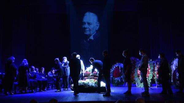 На церемонии прощания с народным артистом СССР Владимиром Андреевым в театре имени Ермоловой
