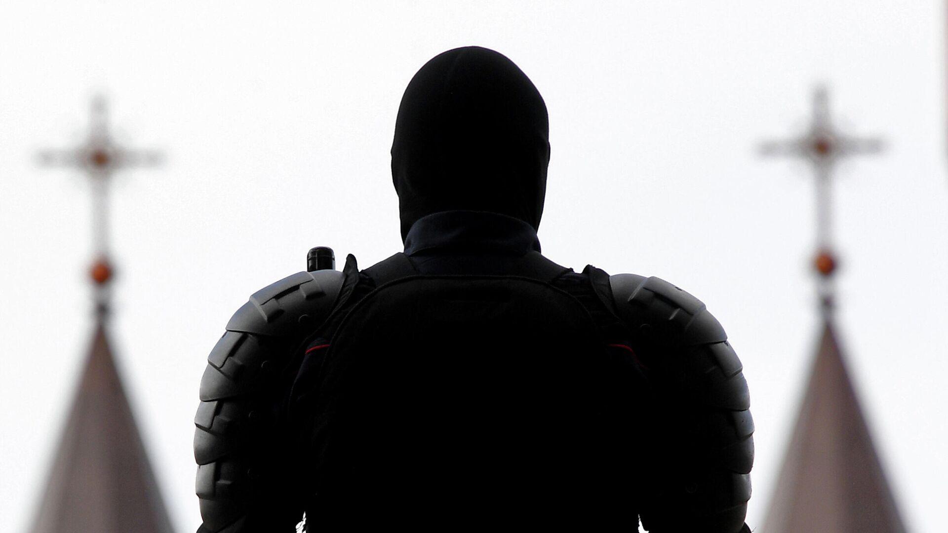 Сотрудник правоохранительных органов на площади Независимости в Минске - РИА Новости, 1920, 02.10.2020