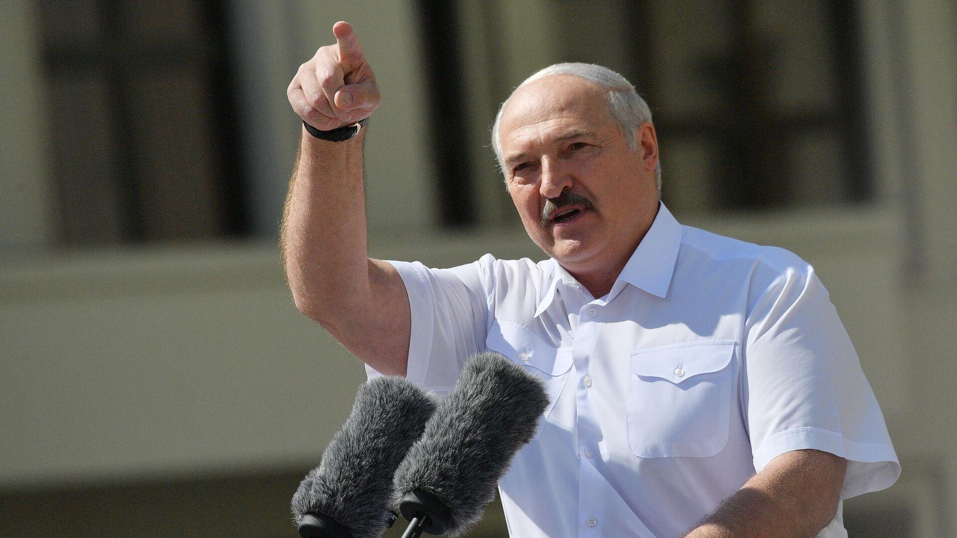 Президент Белоруссии Александр Лукашенко выступает на митинге, организованном в его поддержку - РИА Новости, 1920, 10.09.2020