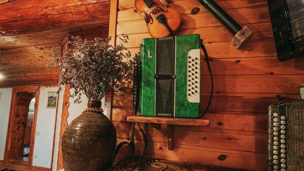 Предметы интерьера гостевого дома в сельском туристическом комплексе в Смоленском районе Алтайского края