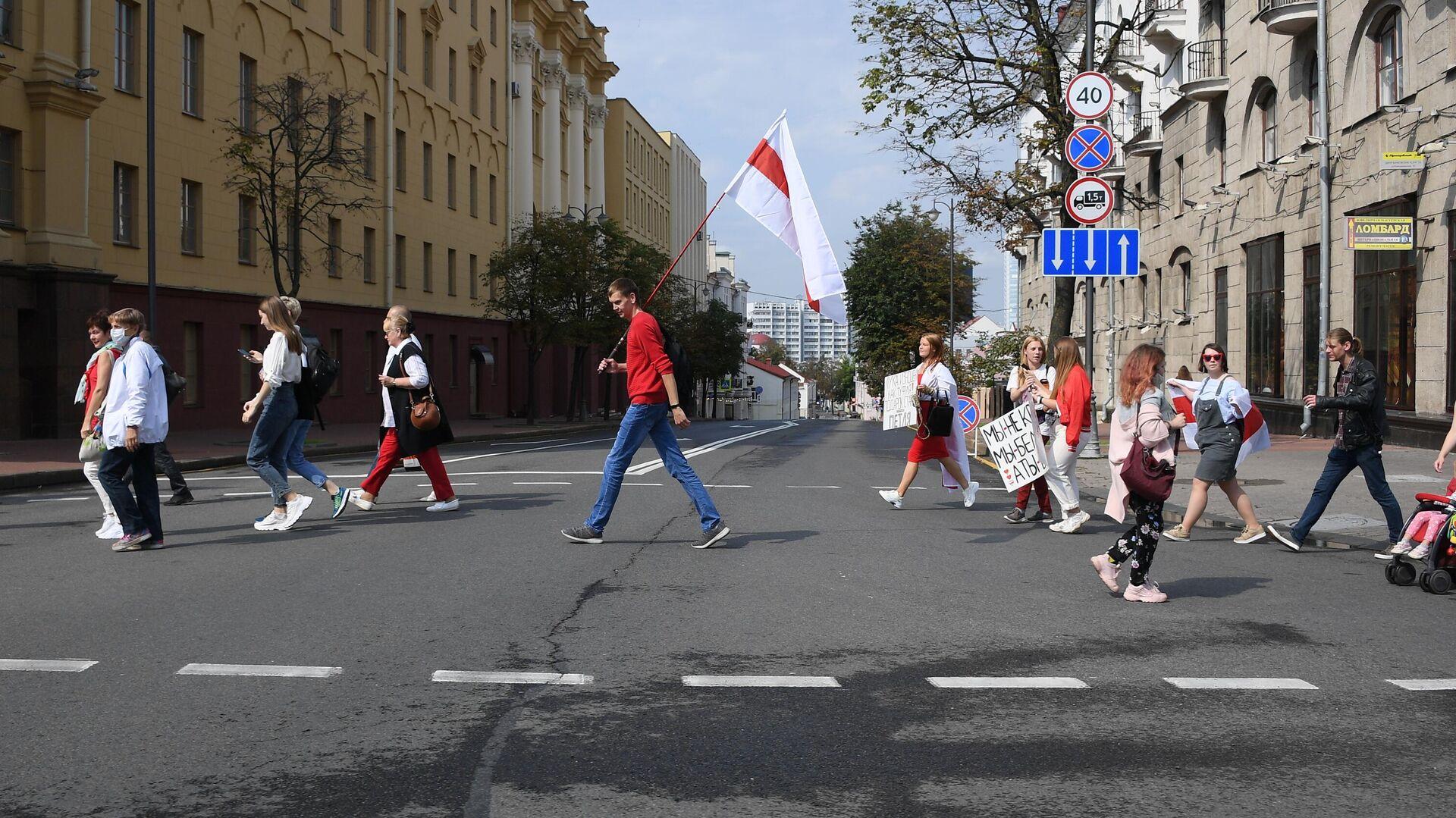 Протестующие в Минске вплотную подошли к кордону правоохранителей