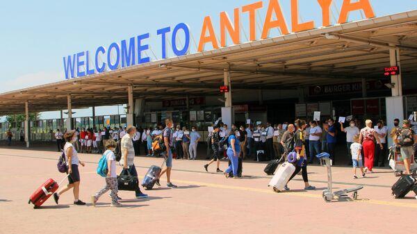 Первые туристы из России, прибывшие на отдых в Турцию