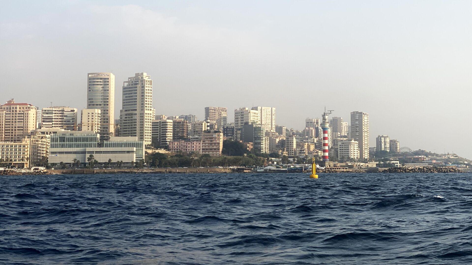 Вид на набережную Бейрута в районе маяка со стороны моря - РИА Новости, 1920, 04.05.2021