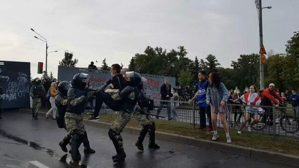 Оставьте его! Силовики задержали несколько участников акции протеста в Минске
