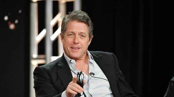 Хью Грант выступает во время зимнего пресс-тура TCA в Пасадине, США