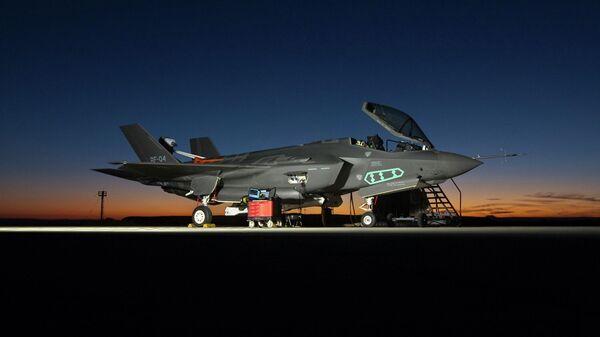 Наземный истребитель  F-35A Lightning II, AF-4 во время испытаний, проведимых группой F-35 Integrated Test Force на базе ВВС Эдвардс, Кали
