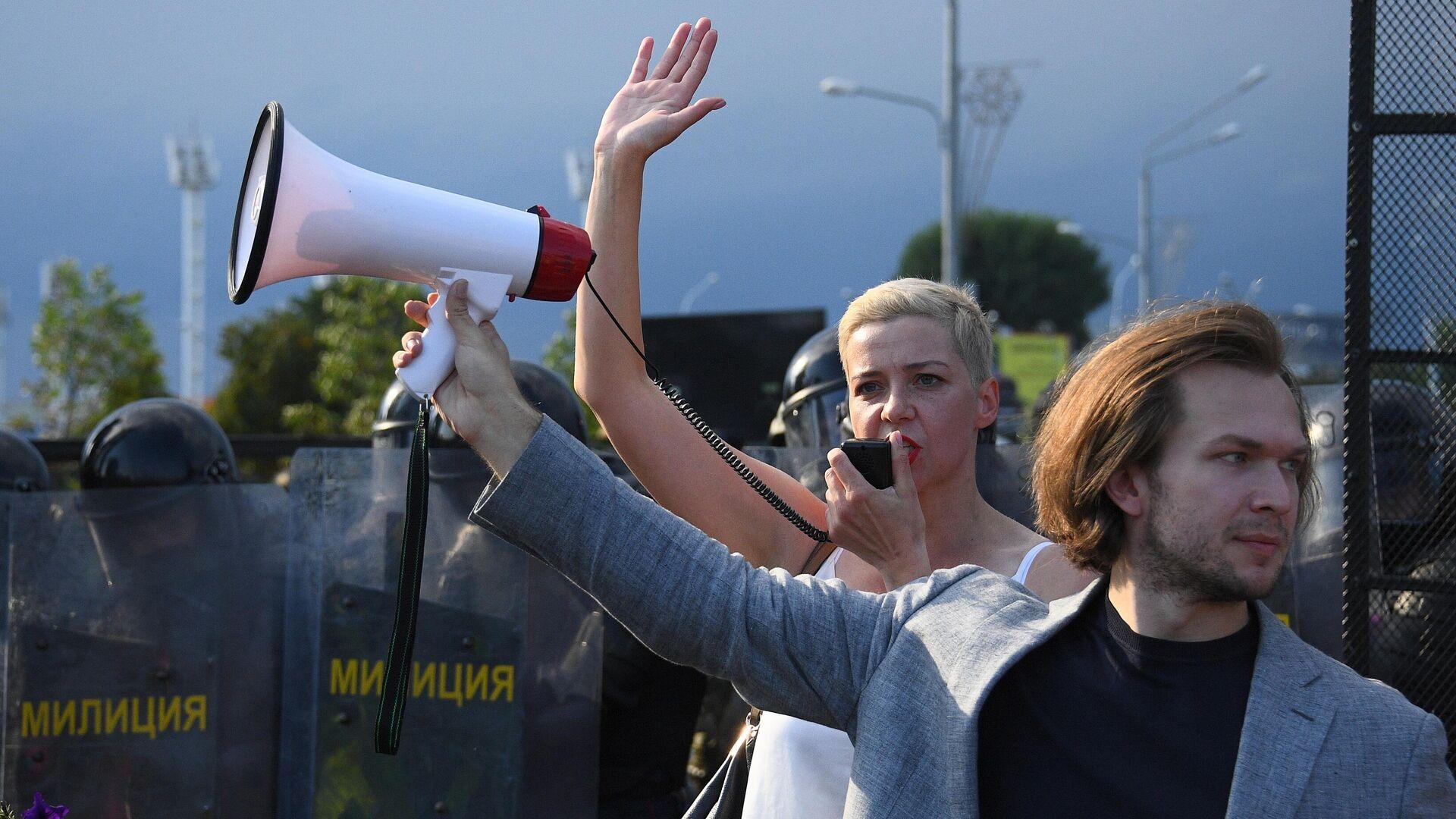 Мария Колесникова и Иван Кравцов во время акции протеста оппозиции в Минске - РИА Новости, 1920, 10.09.2020