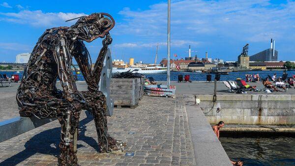 Памятник Iron man в Копенгагене.