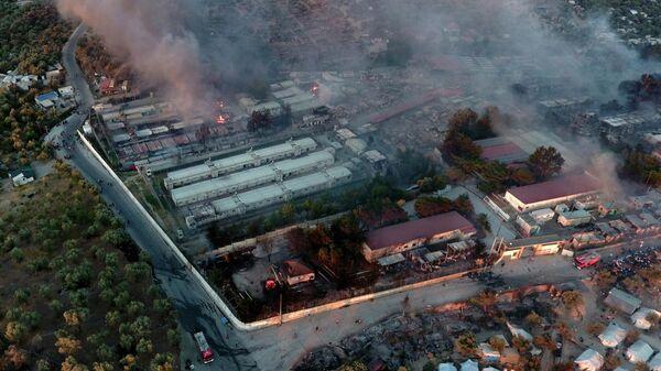 Охваченный огнем лагерь беженцев Мория на северо-востоке Эгейского острова Лесбос, Греция