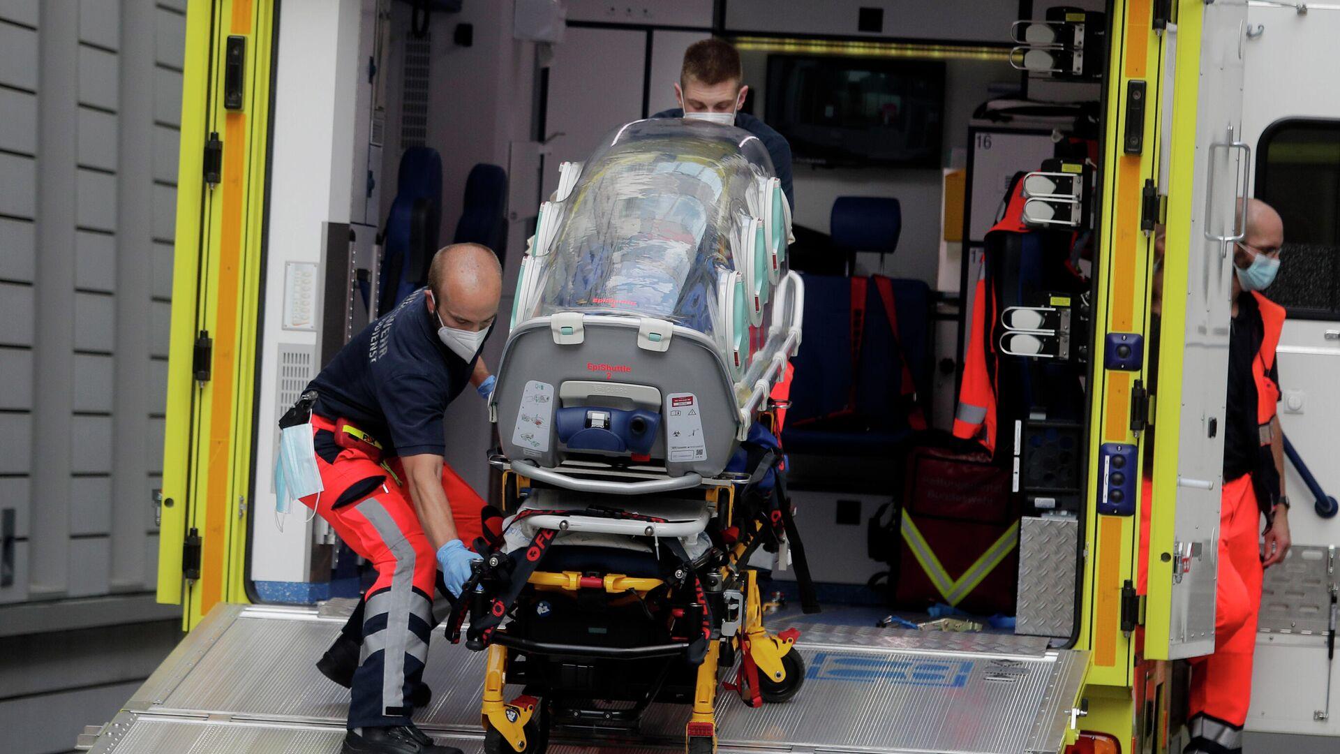 Экипаж скорой помощи, на котором предположительно был доставлен в клинику Шарите в Берлине Алексей Навальный - РИА Новости, 1920, 01.10.2020