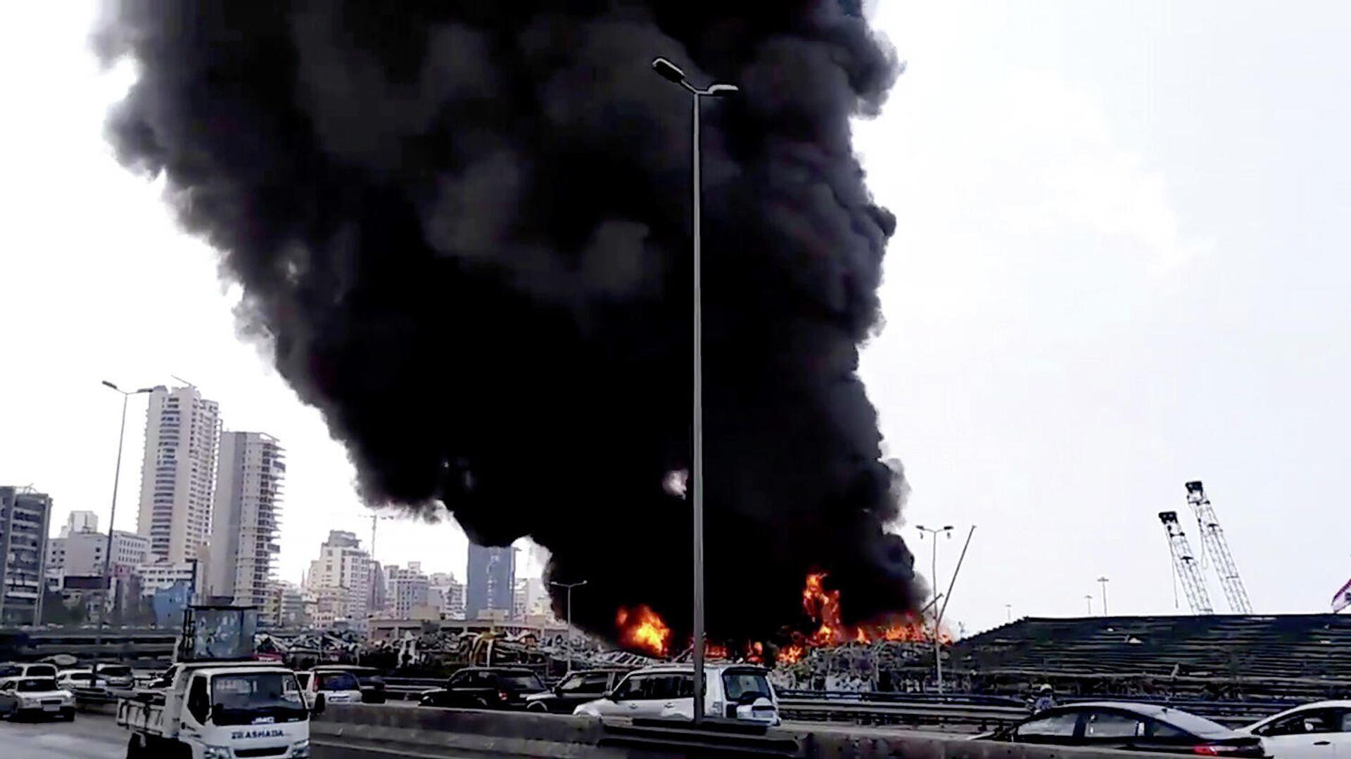 Пожар в порту Бейрута. Кадр видео - РИА Новости, 1920, 10.09.2020