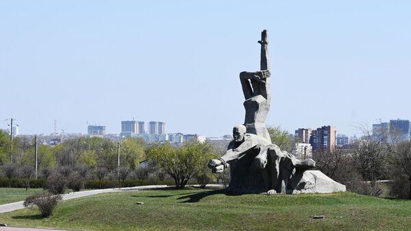 Скульптурная композиция на территории мемориального комплекса жертвам фашизма Змиевская балка в Ростове-на-Дон