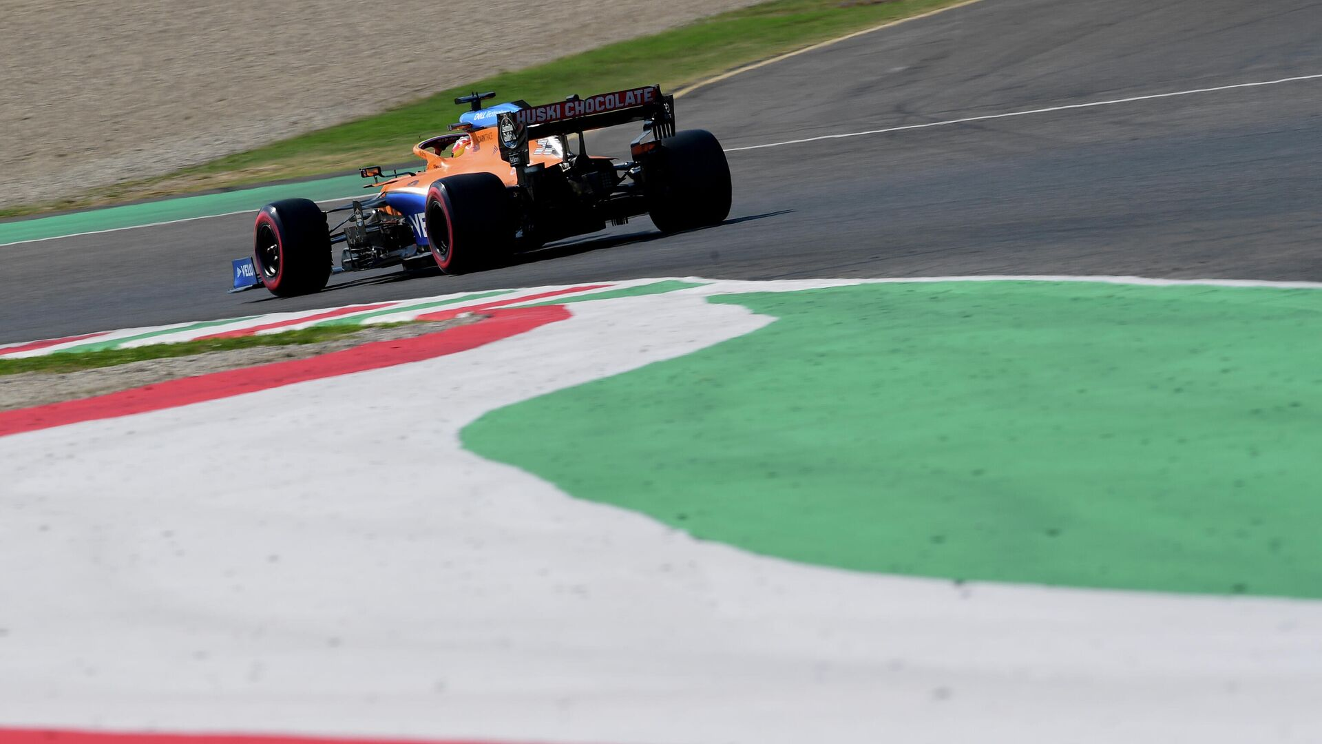 McLaren's Spanish driver Carlos Sainz Jr drives during the qualifying session at the Mugello circuit ahead of the Tuscany Formula One Grand Prix in Scarperia e San Piero on September 12, 2020. (Photo by Claudio Giovannini / POOL / AFP) - РИА Новости, 1920, 13.09.2020