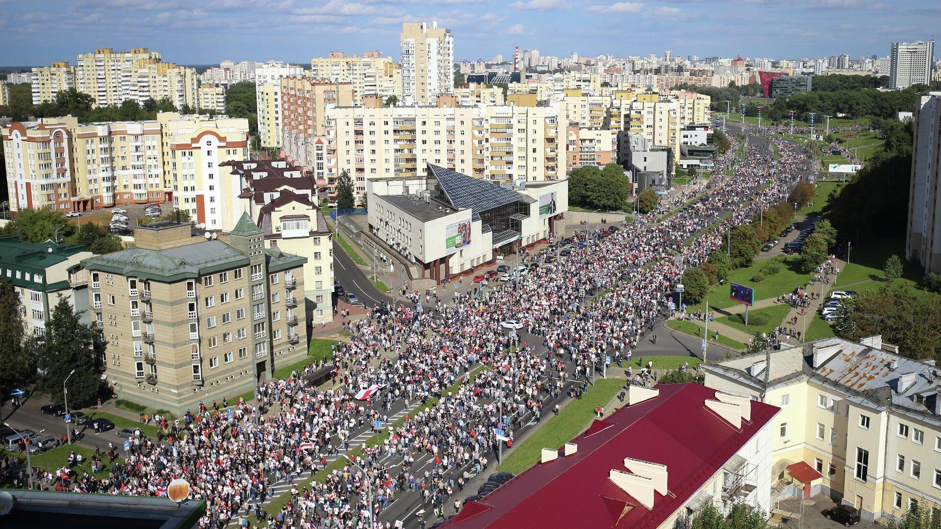 Участники несанкционированной акции оппозиции в Минске - РИА Новости, 1920, 18.04.2021