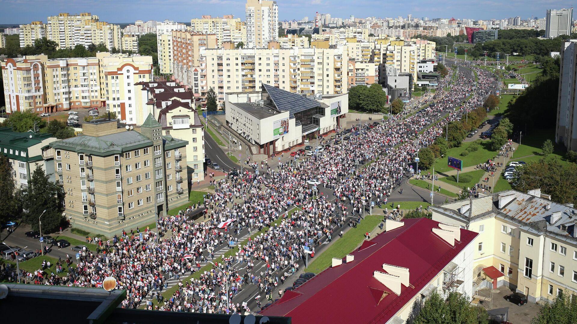 Участники несанкционированной акции оппозиции в Минске - РИА Новости, 1920, 18.09.2020