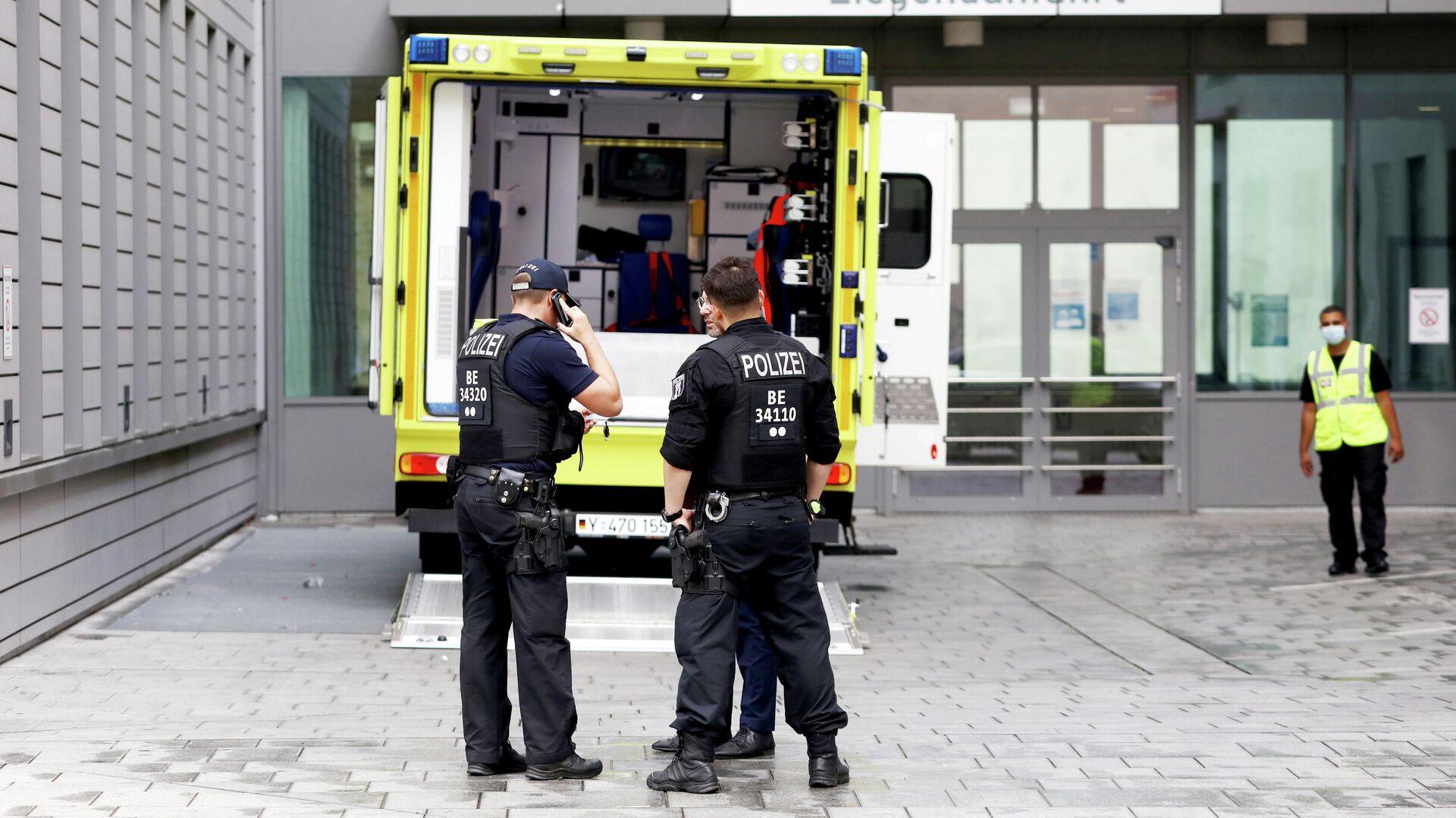 Автомобиль скорой помощи, на котором предположительно был доставлен в клинику Шарите в Берлине Алексей Навальный - РИА Новости, 1920, 15.09.2020
