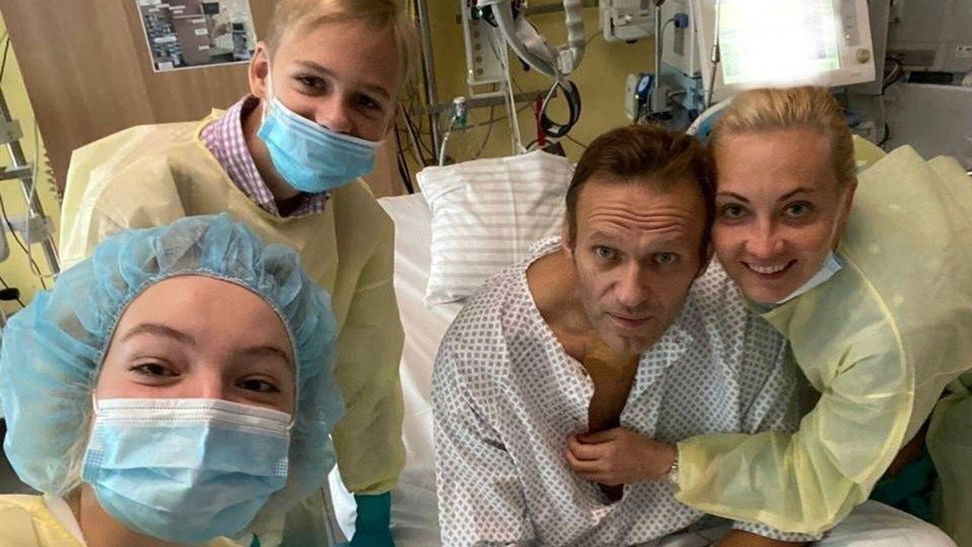 Алексей Навальный с семьей в клинике Шарите в Берлине - РИА Новости, 1920, 21.09.2020