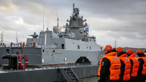 Фрегат проекта 22350 Адмирал флота Касатонов в порту Североморска