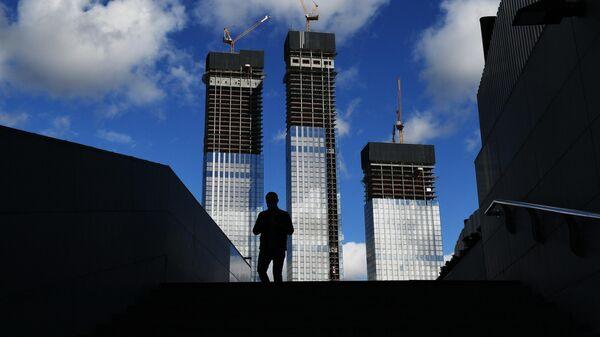 Вид на строящиеся здания жилого комплекса Capital Towers в Москве